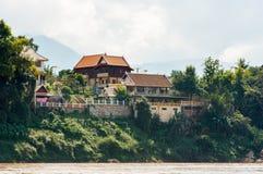 Mening van het landschap van de rivier Nam Khan, Luang Prabang, Laos Exemplaarruimte voor tekst royalty-vrije stock afbeeldingen