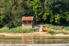 Mening van het landschap van de rivier Nam Khan, Luang Prabang, Laos Exemplaarruimte voor tekst royalty-vrije stock foto's