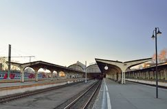 Mening van het lege platform bij de ingang aan Vitebsky-spoorweg Stock Afbeeldingen