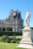 Mening van het Louvre van Tulleries-Tuinen stock fotografie