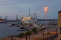 Mening van het mariene centrum Vellamo in de de zomerschemering Kotka, Finland Stock Foto