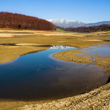 Mening van het meer Mavrovo in Ma Stock Foto's