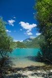 Mening van het meer van Cavazzo Stock Foto's