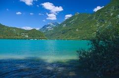 Mening van het meer van Cavazzo Royalty-vrije Stock Fotografie