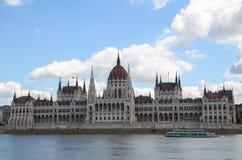 Mening van het Nationale Hongaarse Parlement en de Donau in Boedapest Stock Fotografie