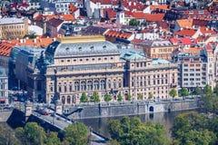 Mening van het Nationale Theater van Praag op een heldere zonnige dag  stock afbeeldingen