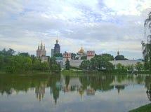 Mening van het Novodevichy-Klooster stock afbeeldingen