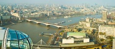 Mening van het Oog van Londen, Londen stock foto's