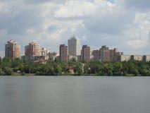 Mening van het oostelijke deel van de rivierbank Kalmius Royalty-vrije Stock Foto