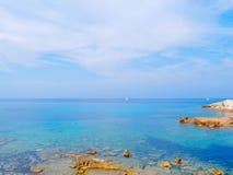 Mening van het overzees en een deel van de kust in Alghero Sardinige, Italië royalty-vrije stock foto