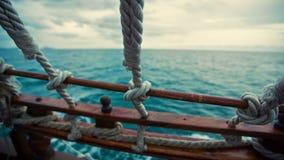 Mening van het Piraatschip op zee stock video