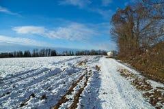 Mening van het platteland met een beetje van sneeuw Stock Foto's