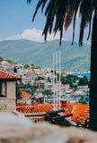 Mening van het rode dak en de baai van Herceg Novi royalty-vrije stock afbeelding