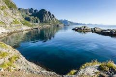Mening van het rotsachtige strand Lofoten Stock Afbeelding