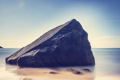 Mening van het rotsachtige strand Myrland - Lofoten Stock Afbeelding