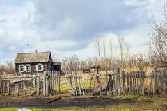Mening van het Russische dorp Stock Afbeeldingen