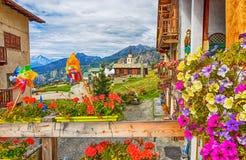 Mening van het schilderachtige dorp van Gemzen, in Val D ` Aosta, Italië Zijn eigenaardigheid is dat de auto's niet in het dorp w royalty-vrije stock foto's