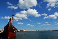 Mening van het schip en de wolken Stock Foto's