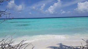 Mening van het strand in de Maldiven Stock Afbeelding