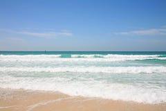 Mening van het strand en het Perzische Golf Royalty-vrije Stock Afbeeldingen
