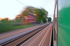 Mening van het venster van verzendende trein stock afbeelding