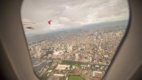 Mening van het venster van het vliegtuig aan de stad van Manilla filippijnen Stock Afbeeldingen