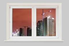 Mening van het venster voor de bouw van nieuwe woonbui Stock Afbeeldingen