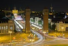 Mening van het vierkant van Spanje in Barcelona bij nacht royalty-vrije stock afbeeldingen