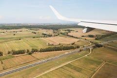 Mening van het vliegtuigvenster, wolkenvleugel, afmetingen royalty-vrije stock foto