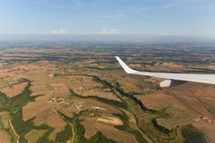 Mening van het vliegtuigvenster, wolkenvleugel, afmetingen stock afbeeldingen