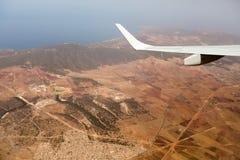 Mening van het vliegtuigvenster, wolkenvleugel, afmetingen stock afbeelding