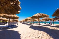Mening van het zandige strand in Varadero, Matanzas, Cuba Exemplaarruimte voor tekst Stock Foto's