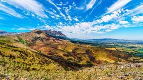 Mening van het zuideneind die van de Bainskloof-Pas, de schade tonen door bosbranden in de bergen van de Westelijke Kaap stock foto's