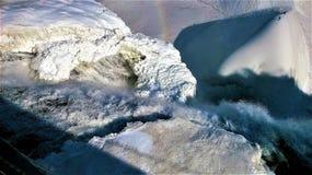 mening van hierboven van een waterval in de winter royalty-vrije stock foto