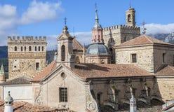 Mening van historische de bouwdaken van Guadalupe, Spanje Stock Foto's