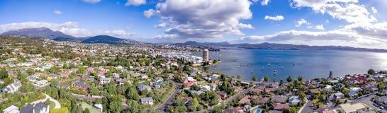 Mening van Hobart Waterfront en Sandy Bay stock afbeelding