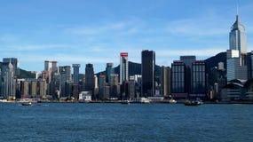 Mening van Hong Kong en Victoria Bay van de dijk van Tsim Sha Tsui Stock Afbeeldingen