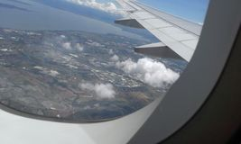 Mening van Huizen binnen een vliegtuig Stock Foto