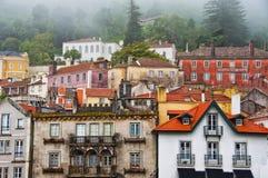 Mening van huizen in de stad van Sintra Stock Afbeeldingen