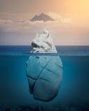 Mening van ijsberg boven en onder de waterspiegel stock afbeeldingen
