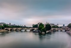 Mening van Ile DE La Cite en Pont Neuf in Parijs van P royalty-vrije stock foto