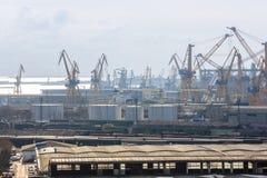 Mening van industriële haven met kranen Royalty-vrije Stock Foto's