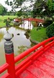 Mening van Japanse houten brug stock afbeeldingen