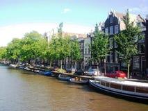 Mening van kanaal in Amsterdam, Holland, Nederland stock fotografie