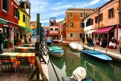 Mening van Kanaal in Burano Royalty-vrije Stock Foto's