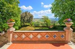 Mening van kasteelterras. Novello, Noordelijk Italië. royalty-vrije stock fotografie