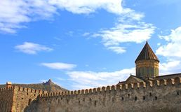 Mening van Kathedraal Lvari en Svetitskhoveli Stock Afbeeldingen