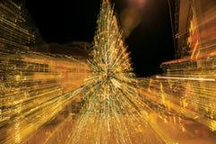 Mening van Kerstboom met lichten die een abstract effect in Penedo vormen royalty-vrije stock afbeeldingen