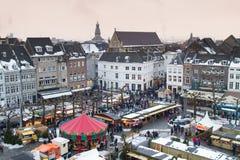 Mening van Kerstmismarkt op vierkant van Maastricht Stock Foto's