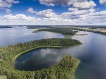 Mening van kleine eilanden op het meer in distri van Masuria en Podlasie- Royalty-vrije Stock Fotografie